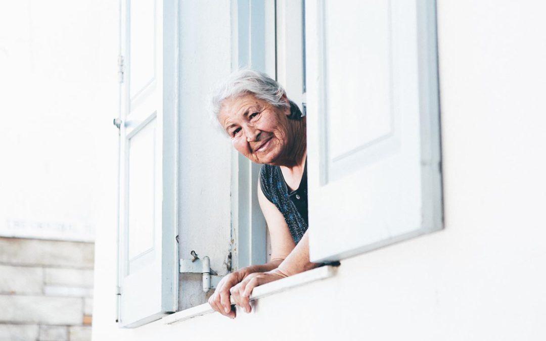 COVID-19: anziani protetti dal contagio, ma anche dalla solitudine